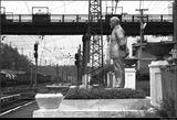 Не знаю отчего,  Я так мечтал  На поезде поехать.  Вот - с поезда сошел,  И некуда идти.  Стихи: Исикава Такубоку; переводчик: В. Маркова Не знаю отчего, но вспоминается былое празднование 7 ноября.... :-)