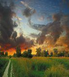 Люблю фотографировать пейзажи,а закаты-это страсть с детства,каждый закат по свойму необычен и неповторим.Снимок сделан Nikon D80,18-70