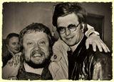 """""""У тебя есть большие друзья, Они снимут тебя в кино...""""  (БГ)  Оценки можно не ставить, потому что у парня, который справа, сегодня День Рождения.  Снимок был сделан 8 июня 1990г. на плёнку """"Свема"""" Шосткинского химкомбината."""