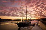 нева петербург питер санкт-петербург закат юный балтиец судно парусное учебное