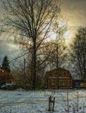 Падает лёгкий снежок. Пятнышки в правом верхнем углу не грязь, а снежинки, снятые против солнца.
