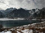 Озеро Иссык, 70 км на восток от Алма-Аты. А вот оно летом: http://www.lensart.ru/picture-pid-212ab.htm?ps=14