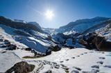 Бурый Шахдаг без заснеженной вершины похож на огромный замок, вызывающий восхищение своей природой. Сложена в основном известняками и доломитами, и имеет высоту 4243 м. Конечно мы не были на самой вершине, но насладились его величественной красотой!!!