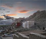 Гималаи. Дворец королей Ладакха.  г. Лех - перекрёсток древних караванных путей из Китая - на запад, в Кашмир, Персию; из Средней Азии - в Тибет, Индию.