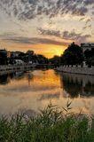 Теплое августовское утро.   Река, восход, город