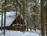 В глухой Сибирской тайге в 40 км от цивилизации стоит эта заимка.Целую неделю,отдыхая от городского шума ,мы прожили здесь,наслаждаясь тишиной.