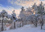 Заходящее солнце только подчеркнуло красоту зимнего пейзажа