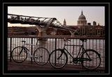 Трудно было человеку Десять тысяч лет назад,  Он пешком ходил в аптеку, На работу, в зоосад.  Он не знал велосипеда, Слепо верил в чудеса,  Потому, что не изведал Всех достоинств колеса, Колеса.