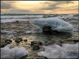 """Байкал не нашутку взволнован- Гуляют """"барашек"""" стада! Их пена оставит на камнях Изящные шляпки из льда... ------------------------- Декабрьский шторм на Байкале. Бурятия."""