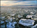 """Вот такие """"лепешки"""" готовит Зима на Байкале :) И они тихо шуршат и позванивают на небольшой волне... ----------------------- Декабрь на Байкале. На заднем плане виден иркутский берег. В этом месте до него примерно 40 км."""