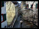Это Старые стены Базеля... По этим улочкам еще в 16 веке носили воду в монастырь, башня и стены которого дают представление о всем сооружении - крепости.
