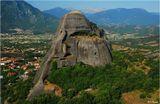 Метеоры - мегалитические объекты неизвестного происхождения высотой 400-500 метров в центре Фессалийской долины (Греция).