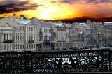 Санкт-Петербург, с моста Лейтенанта Шмидта. Снято в секундный промежуток между сплошными потоками машин в обе стороны.  Еще один снимок сделать было невозможно - так картинка и ушла.