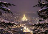 В каждом городе есть место, где несколько раз в год открывается окно в...Тбилиси. 2010.