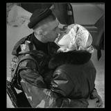 Проводы сводного отряда Тюменского ОМОНа в горячую точку.Вспомните, ребята,Вспомните, ребята,-Разве это выразить словами,Как они стоялиУ военкоматаС бритыми навечно головами.Дмитрий Сухарев