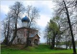 Люблю тебя, приют уединенный! Старинный дом над тихою рекой И белорозовый, в ней отраженный Напротив сельский храм над крутизной. Осташево.  К.Р.