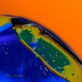 Это фрагмент маленькой льдинки размером ~6 мм, на заднем плане использован цветной фон, который и отразился на льдинке, а потом взят однотонный фон. Меня в снежинках поразила отражающая способность воды в виде кристаллов, свою любимую тему воды продолжаю раскрывать в виде льдинок. Приятного ВАМ просмотра.