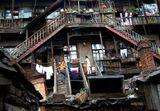 Северный Китай. Харбин. Старая часть города, жизнь в которой мало изменилась за столетие ее существованияКитай, китайцы, Харбин, лестница, двор, дом, город, быт, любовь, мужчина и женщина