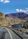 Новый Чуйский тракт, дорога на монголию,внизу река Чуя...