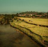 Лаос. Деревенька в окрестностях города Phonsavanh. Конец февраля. Скоро сезон дождей... и все зазеленеет!
