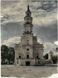 Ее часто называют Белой лебедью. Начало строительство 1542 г, архитектура Ратуши сочетает в себе черты готики, барокко и раннего классицизма. В средние века Ратуша была центром Каунаса, сейчас это дворец бракосочетания.