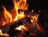 Ведь  просто  развести огонь  в  камине....   И  как  много ....    нам  тепла  дает  он  в  душу..