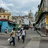 """Это центр Гаваны - перекрёсток улиц Нептуно и Консуладо. В перспективе Капитолий и Театр оперы. В ста метрах левее отель """"Телеграф"""", Центральный парк и начало бульвара Прадо (Хосе Марти)"""