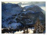 Никакой романтики, холодно, пальцы еле шевелятся, минус 10, ветер, сижу на обмерзшем подъемнике и все равно снимаю :) Снято вниз по склону во французских альпах, январь 2006.