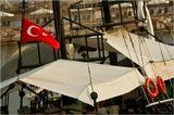 Турция, кораблик под таким же флагом. Жарко.