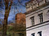 ...И рисовал апрельский дождь...Отражение в луже.Вильнюс.Дворец правителей,башня Гядимино.