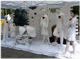День семьи в городе Вильнюсе.Среди манекенов, есть и живые люди.Найдите их...Время пошло:)).