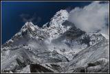 В мире есть два одиноких существа - человек и эта белая гора ...