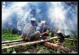 Привал в лесу на 5-й день конного похода по КБЗ  Ремонт сбруи