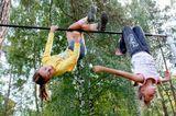 Случайный кадр.Девочки крутились на турнике как гимнастки,соревнуясь друг с дружкой в ловкости.