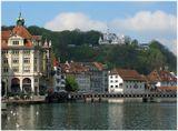 Люцерн был первым городом вступившим в Швейцарскую Конфедерацию, что, казалось бы, должно было сделать его столицей Швейцарии.Но по нелепой случайности его жители на референдуме в 1848 году проголосовали против принятия федеральной конституции, так что столицей страны стал Берн. Оказывается и демократия имеет изъяны!