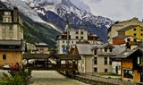 Франция. Городок Шантрю, расположеный на склоне горы Мон Блан, на 1\3 высоты горы.