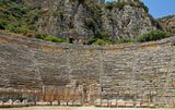 г. Мира, III—II век до н. эЗнать сидела внизу. Каменные кресла самые почетные места.