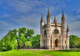 В 1830 году началось возведение храма под руководством А. Менеласа, а затем И. Шарлеманя. Летом 1834 года строительство было закончено, и 3 июля состоялось освящение церкви во имя Святого благоверного великого князя Александра Невского.Название Готическая капелла церковь приобрела благодаря тому, что была построена в средневековом, готическом стиле.