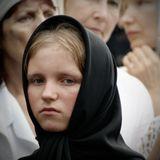 эту девочку я знаю лет 6 уже. Воспитанница женского монастыря,что в Линевичах(окрестности Уссурийска ). Не в настроении сегодня она . Не путать с монахинями и послушницами-Галя по достижении 18 лет сама будет выбирать свой путь жизни.