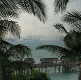 Сингапур, нефтеперегонный завод, вид с острова развлечений Сентоза