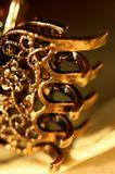 Тяжелый блеск золота и его цепкие оковы.  Июль 2010.