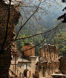 Этот монастырь расположен на склоне горы Олимп, где проживают греческие боги. Турки развалили этот монастырь. Потому что греческие боги относятся к другим религиям доброжелательно. Сейчас монастырь востанавливается. Внути разрушенных стен построен новый храм.