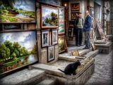 Пассаж - маленькая улочка в центре Баку с магазинами и картинами местных художников,прозванная бакинским Арбатом