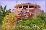 На территории отеля Renaissance Golden View Beach Resort, Шарм-Эль-Шейх, Египет. (репост. так получилось, что удалил первый вариант. прошу прощения у тех, кто уже видел/оценивал)