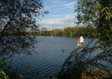 на самом деле температура около +5, руки застыли, а на озере - полно народу, как в марте было полно рыбаков..