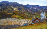 Трагедия случилась 3 июня 2007 г. Одна из окружающих Долину гейзеров сопок высотой около 800 м вдруг стала сползать и бурный поток из воды, грязи и камней устремилась вниз и эта масса перегородили русло реки Гейзерной. Образовалось громадное грязевое озеро, скрывшее замечательную долину. Казалось, что погибла долина навсегда. Но природа оказалось милостива и через год воды промыли плотину и мы увидели ее восставшей в новом облике.