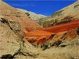 Горы Актау в национальном парке Алтын-Эмель - единственное вулканическое пятно в Алма-Атинской области, где сплошь горы тектонического происхождения.