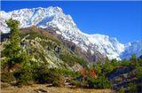Главный Гималайский хребет, или Большие Гималаи, или Высокие Гималаи, в виде гигантской стены высочайших в мире гор служит естественной границей Непала с севера.