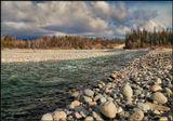 Это пляж для камней :) Вон их сколько тут собралось позагорать и помыться :)------------------Река Иркут. Бурятия.