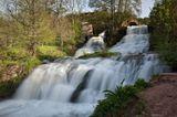 Джуринский водопад - самый большой равнинный водопад Украины (высота - 16 метров). Находится рядом с поселком Нырков, Тернопольская область. Когда здесь был город под названием Червоноград.